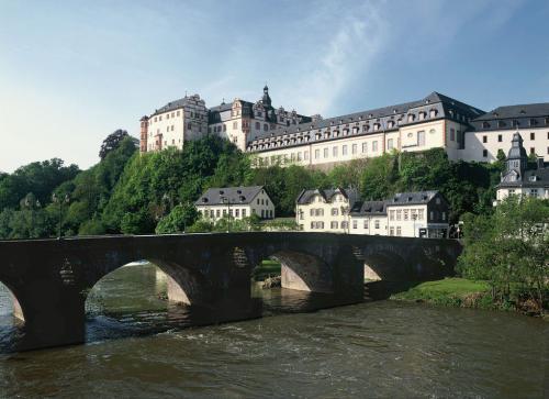 22 Schloss Weilburg